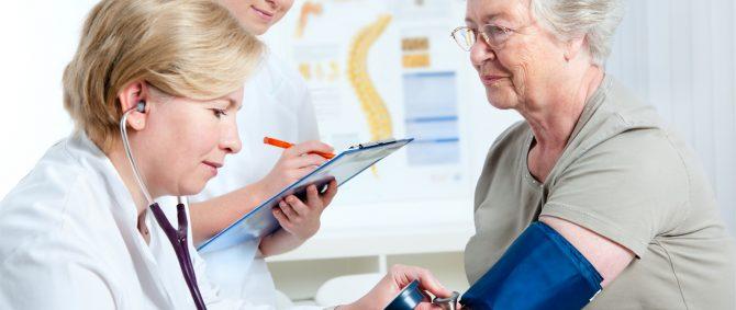 Cuidar de idosos institucionalizados exige competência e profissionalismo