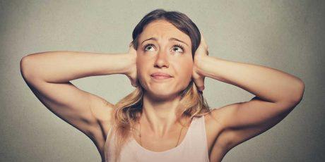 Sensação de ouvido entupido e zumbido: o que pode ser?
